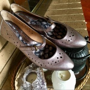 Silver BORN Pointed toe cut out flats. Leather